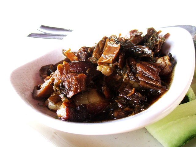 BATARAS FOOD COURT mui choy stewed pork