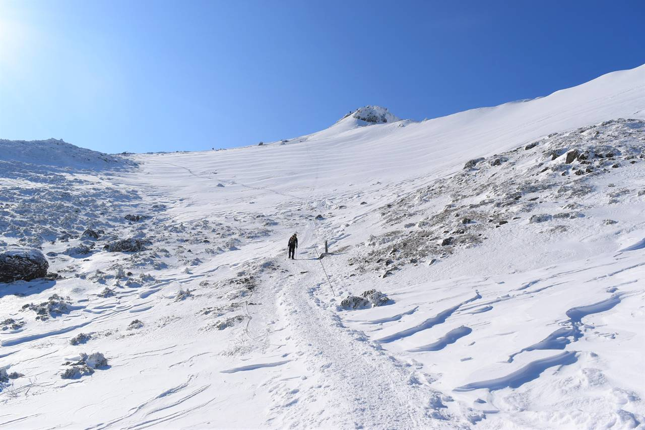 冬の安達太良山 山頂へ