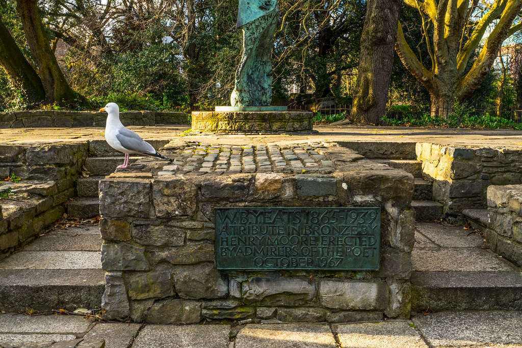 HENRY MOORE MEMORIAL TO W.B. YEATS  004
