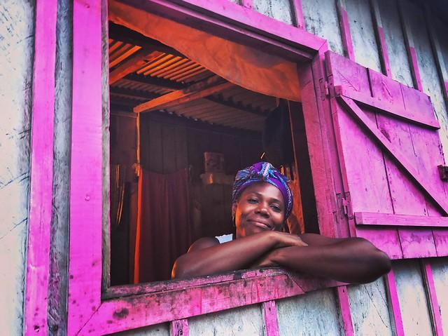 Mujer en isla de Rolas (Santo Tomé y Príncipe)