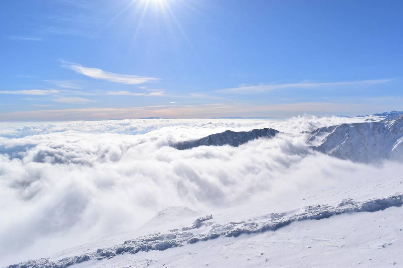 八方尾根から眺める雲海と八ヶ岳・南アルプス