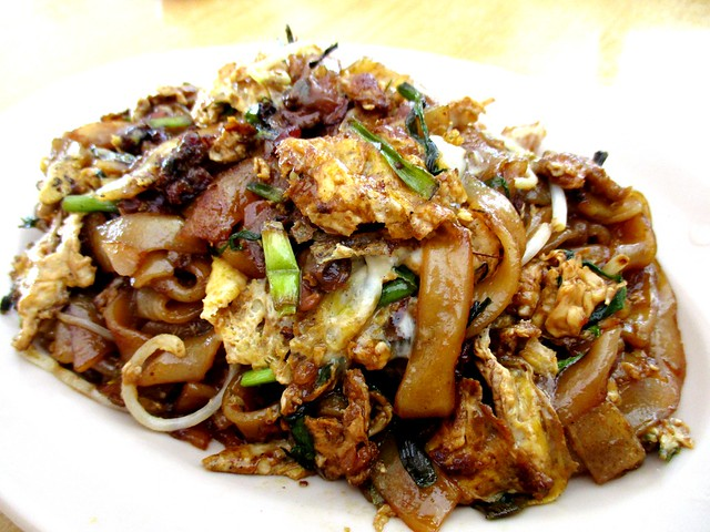 King Cafe fried kwayteow with cockles