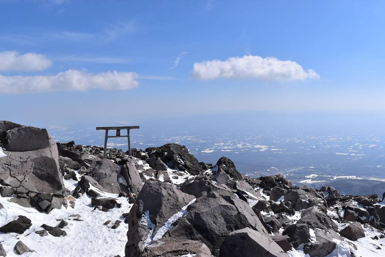 那須岳・茶臼岳山頂の鳥居
