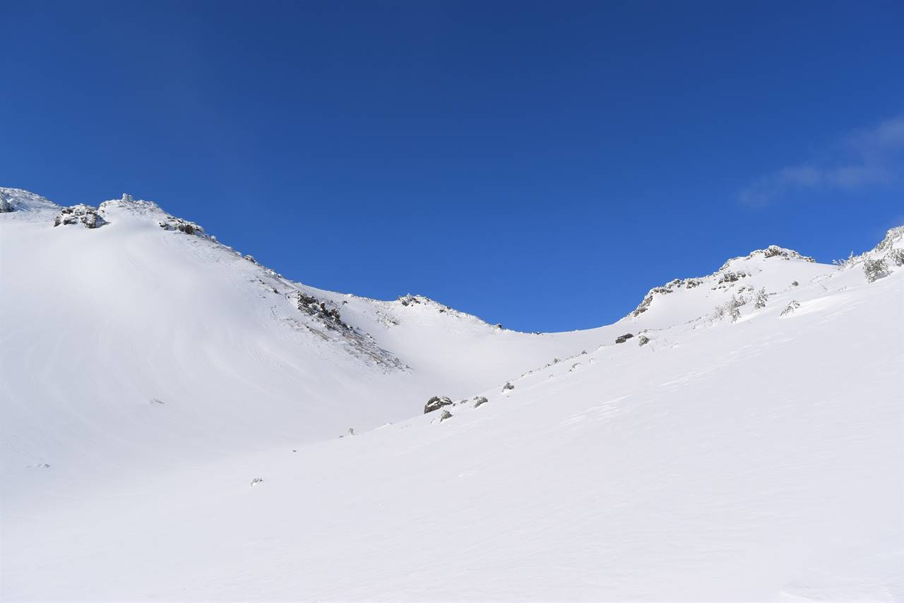 冬の安達太良山 美しい雪のカール