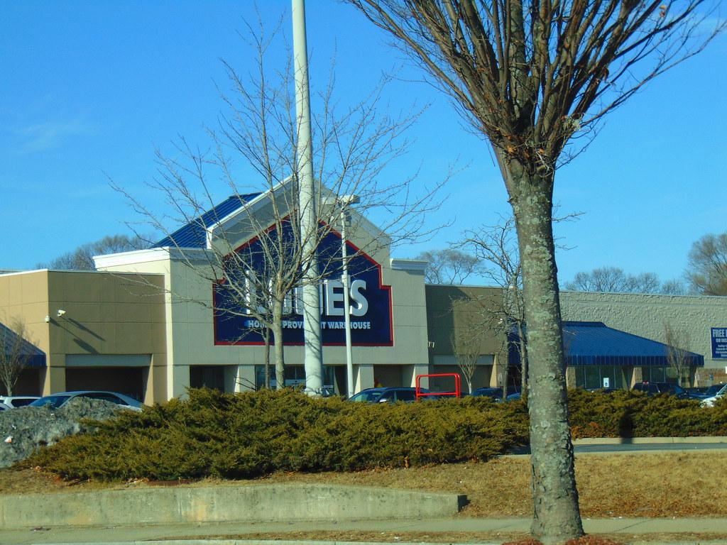 ... Lowe's (Cranston, Rhode Island) - by jjbers