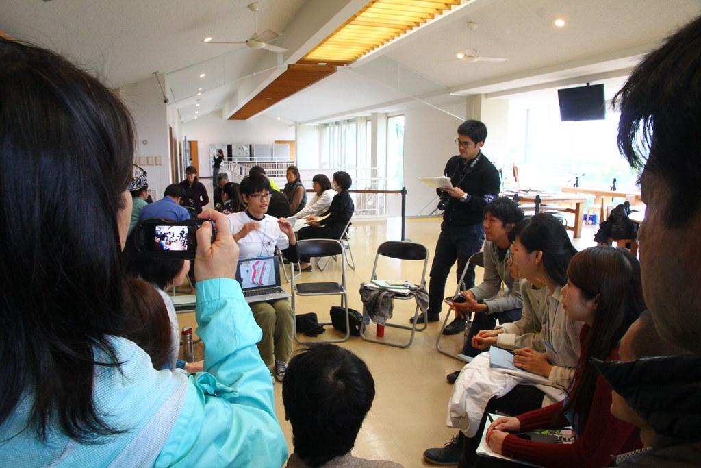 海科館代表介紹臉書社群「不塑之客」裡的民眾減塑心法。林育朱攝。