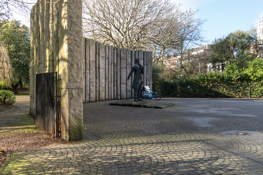 WOLFE TONE MONUMENT 001