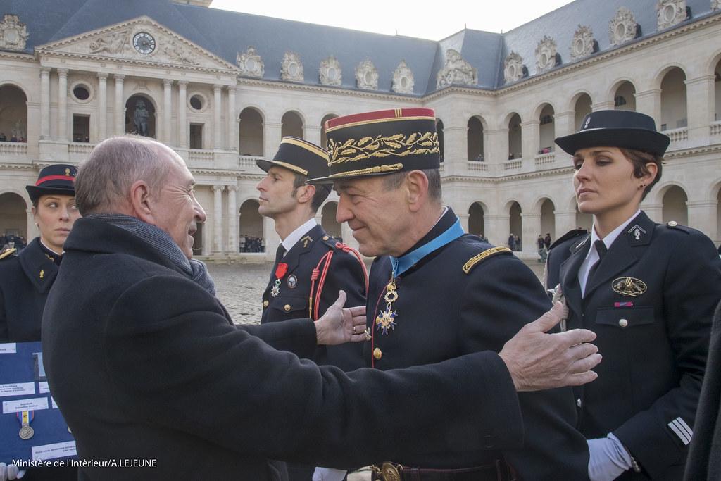 G rard collomb ministre d tat ministre de l int rieur for Gendarmerie interieur