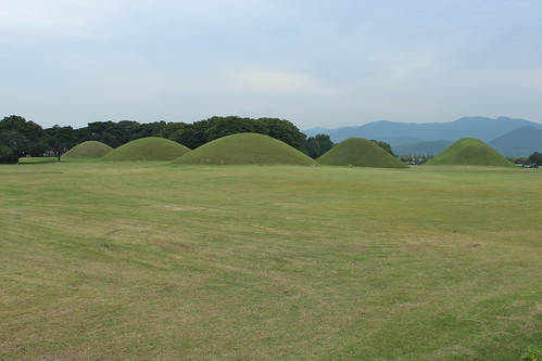 Tumuli tombs, Gyeongju | by Timon91