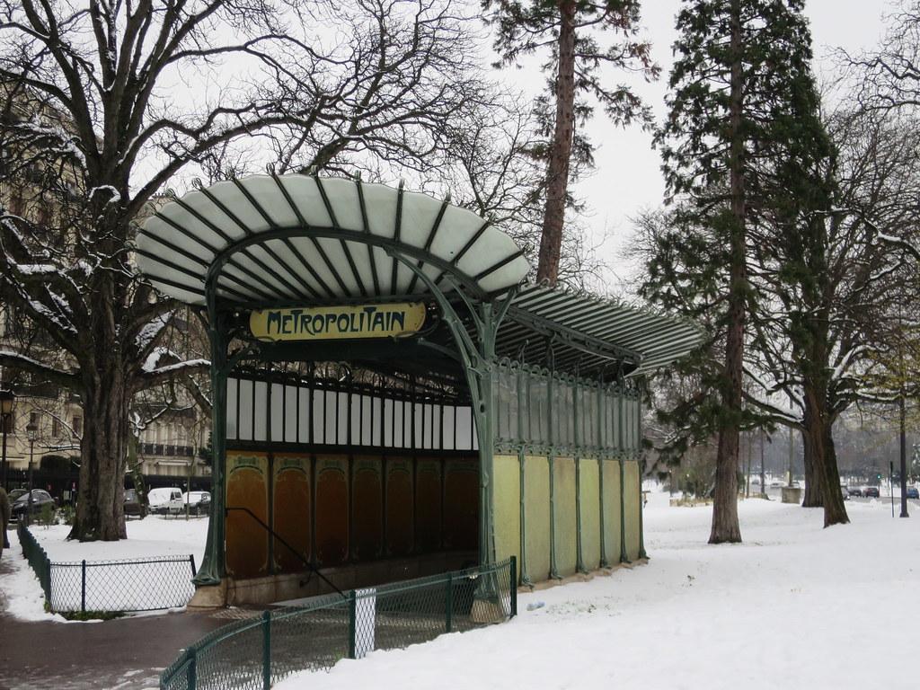 9/28, Toujours de la neige à Paris... Station de métro Por… | Flickr