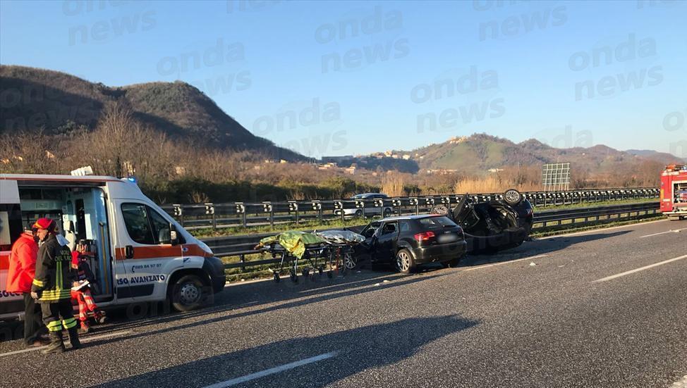 Incidente mortale sull'autostrada A2, due morti
