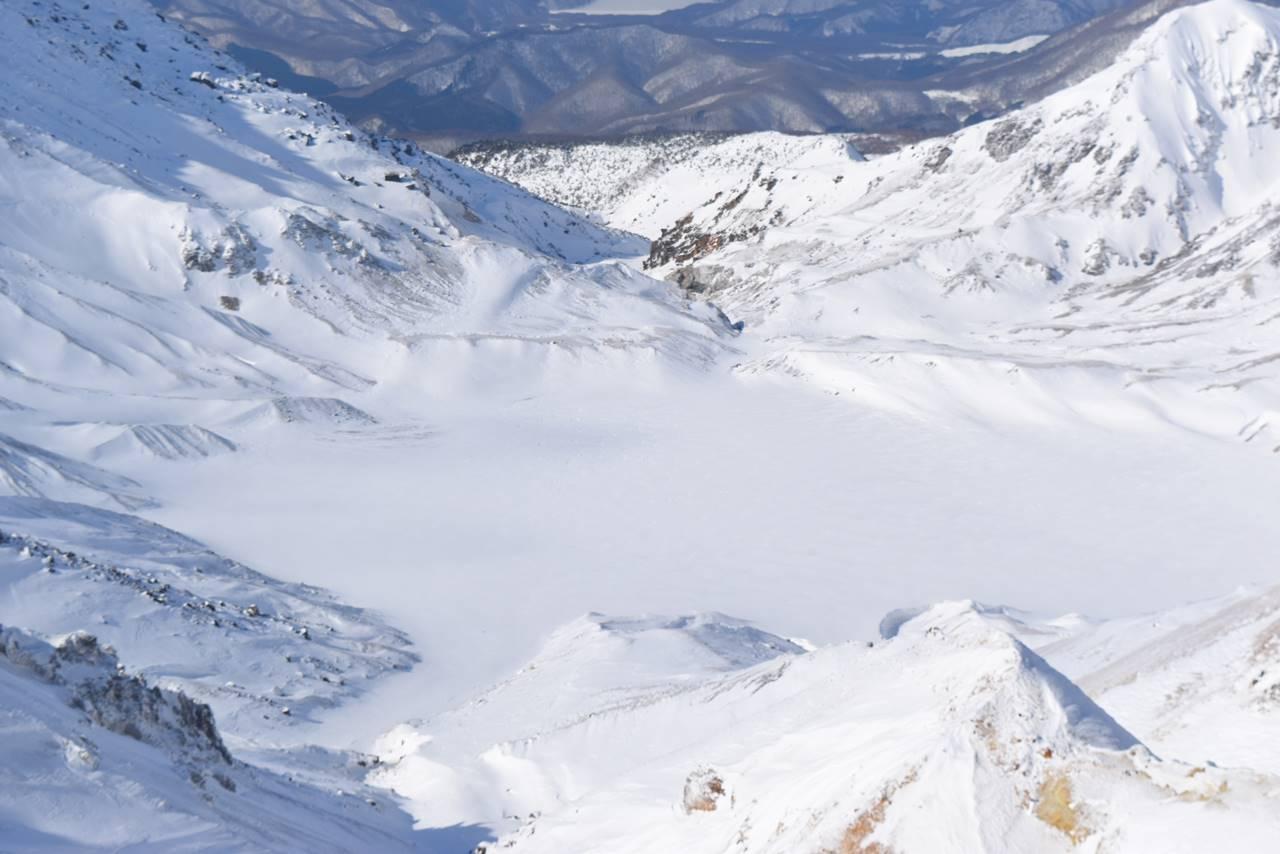 冬の安達太良山 凍結する爆裂火口