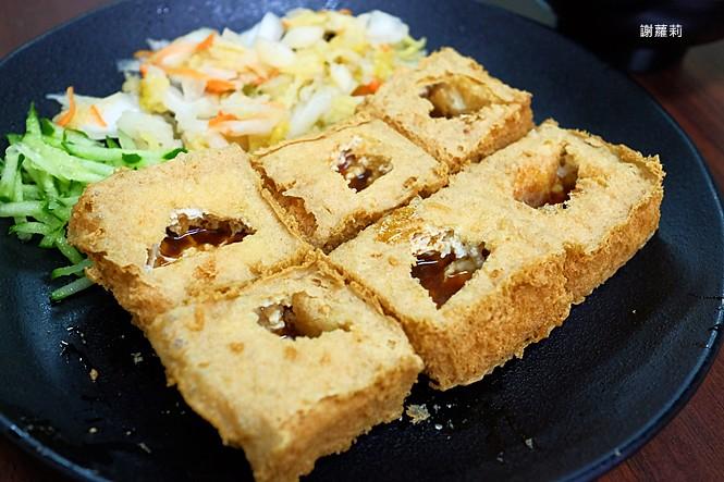 40124368531 7b95ed43c2 b - 台中東區 | 濃鄉臭豆腐。台中火車站美食推薦 超好吃隱藏版臭豆腐,只有在地人才知道的低調銅版美食!