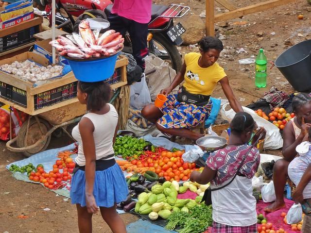 Mercado de Santo Tomé, la capital de Santo Tomé y Príncipe