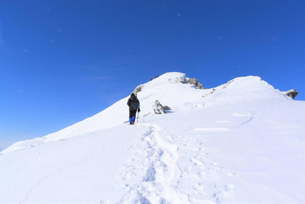 冬の唐松岳山頂へ
