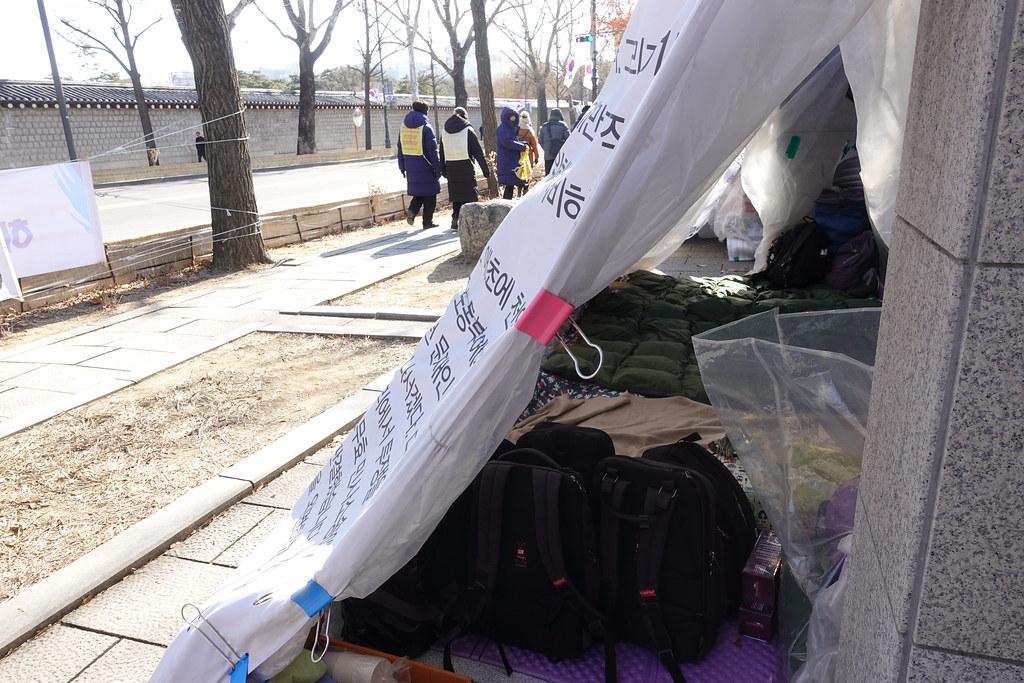 Hydis工人在青瓦台外的帳篷。(攝影:張智琦)