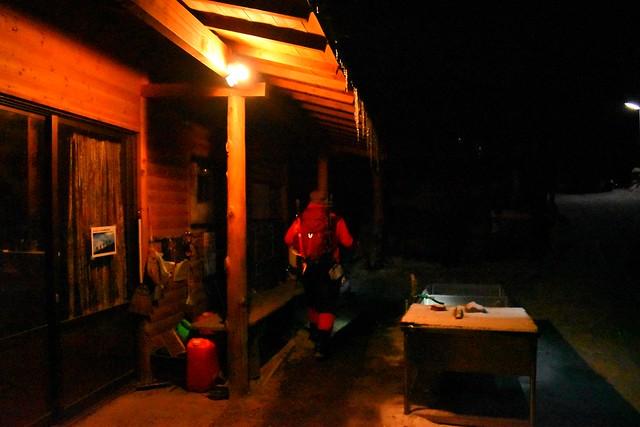 夜明け前の赤岳山荘