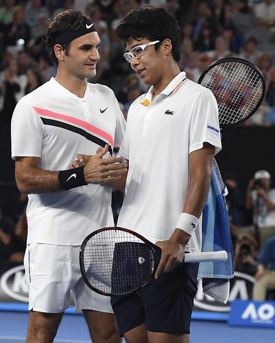 Roger Federer(圖左)與鄭泫將自澳網後再度對決。(達志影像資料照)