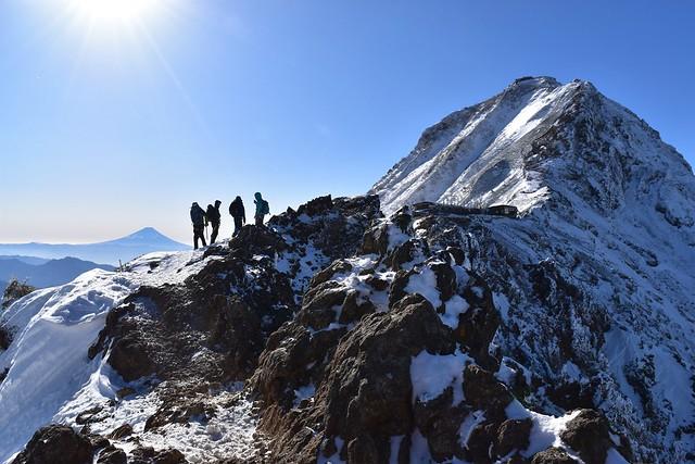 冬の赤岳と富士山