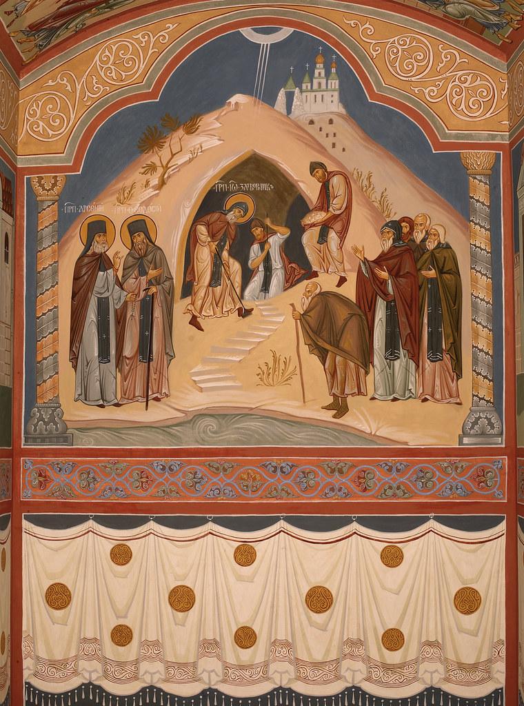 Фреска в притворе храма с изображением обретения пещерной церкви