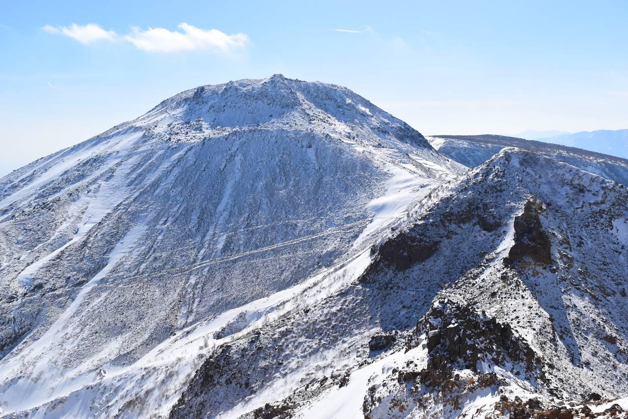 雪を被った那須岳・茶臼岳