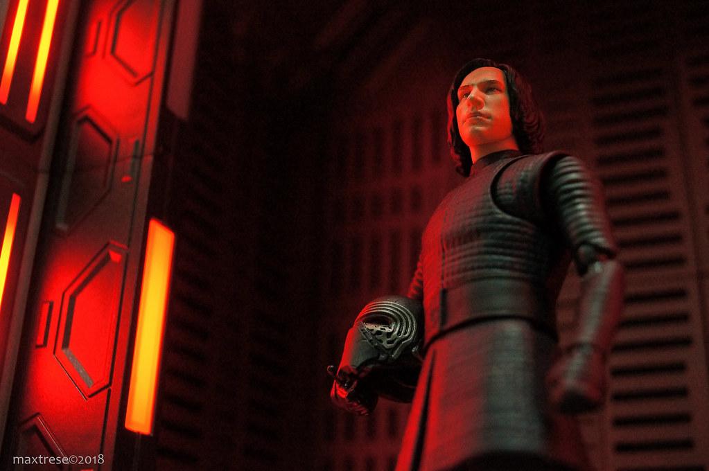 SHF Kylo Ren The Last Jedi in Nova Revol Ubiquitous Diorama