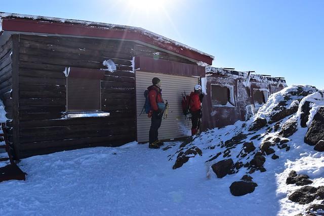 冬の赤岳頂上山荘
