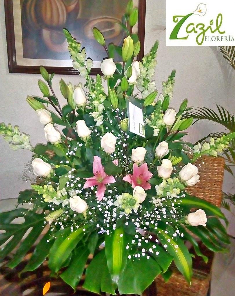 Arreglo floral de condolencias arreglo de rosas y lilis id flickr arreglo floral de condolencias by floreria zazil izmirmasajfo