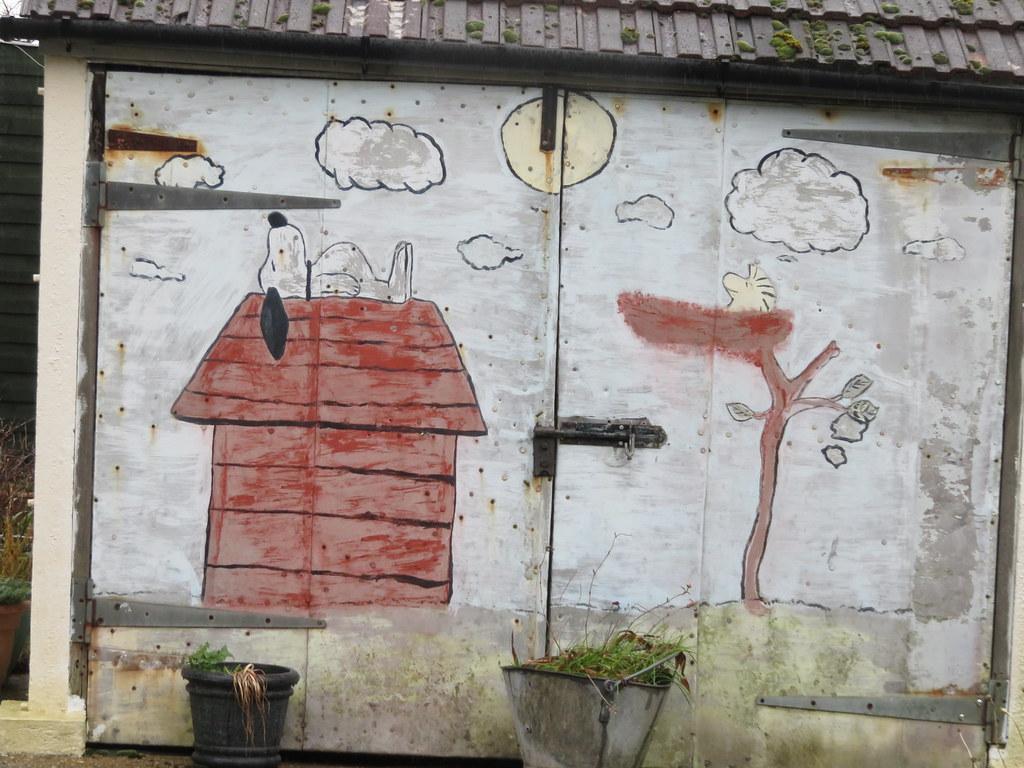 Uk Bedfordshire Willington Snoopy Mural On Garage Do Flickr