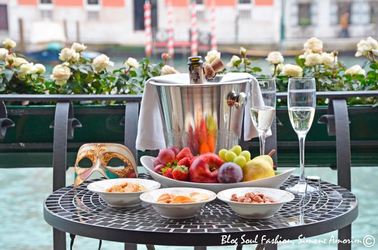 Detalhes que fazem a diferença! Olha só a mesa para o nosso aperitivo com vista!