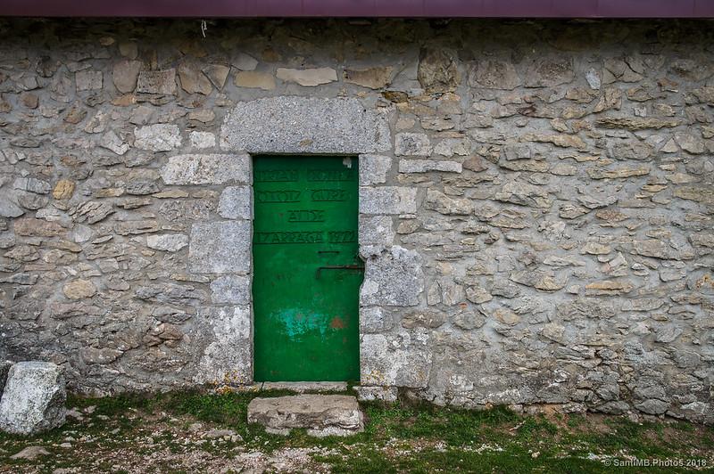 Puerta de la ermita de San Adrián de Lizarraga