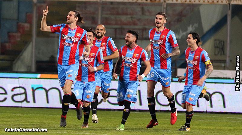L'esultanza di Luca Tedeschi dopo il gol-vittoria alla Virtus Francavilla