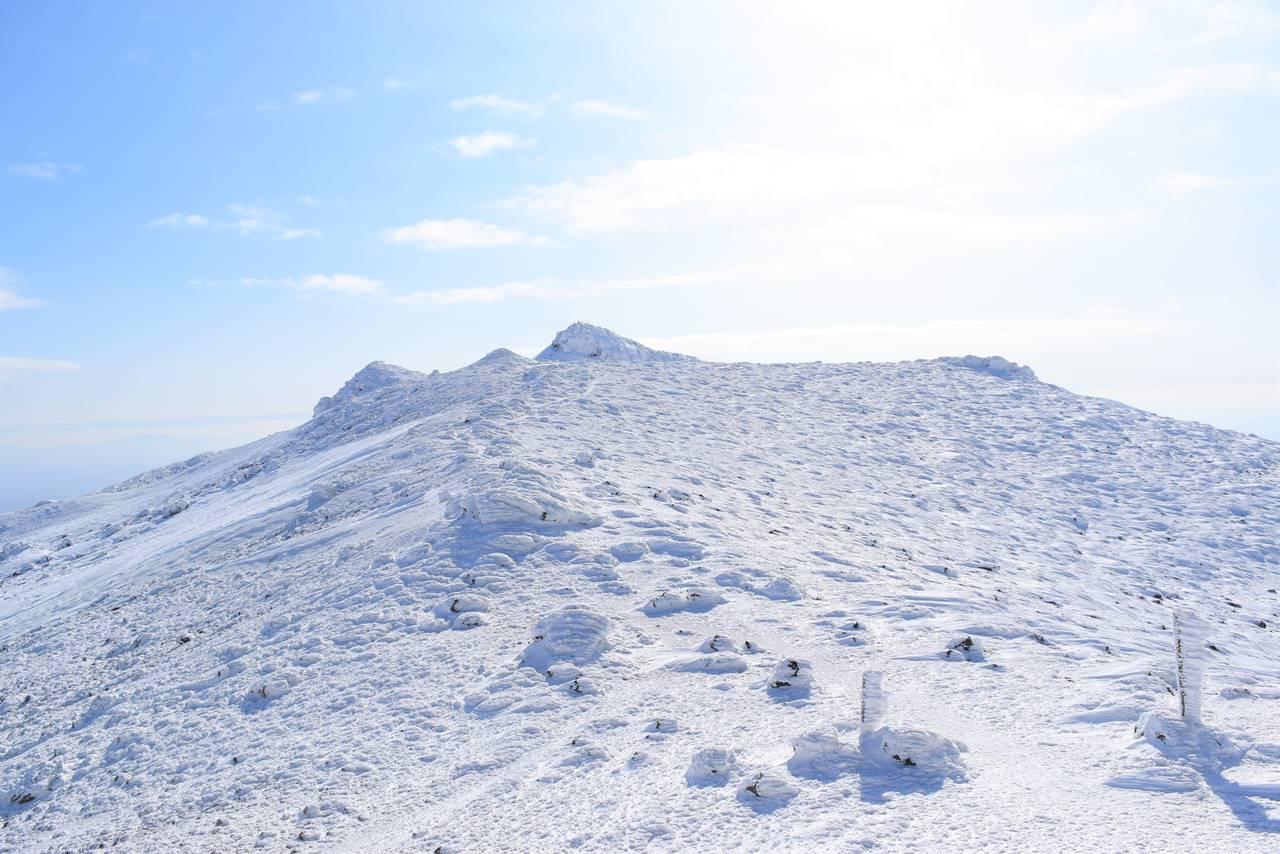 沼ノ平分岐からの雪の安達太良山山頂