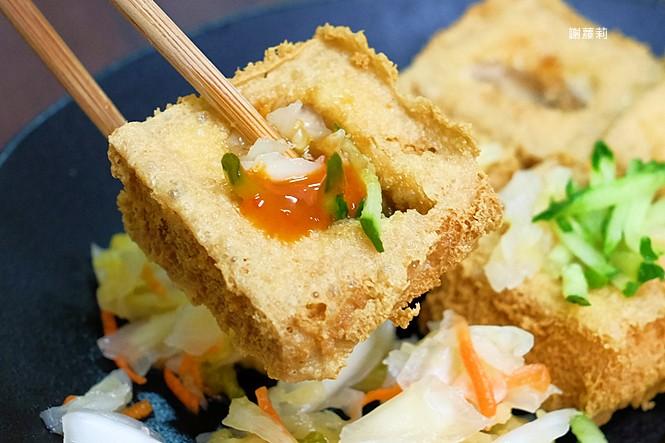 25252841267 4a66ec56de b - 台中東區 | 濃鄉臭豆腐。台中火車站美食推薦 超好吃隱藏版臭豆腐,只有在地人才知道的低調銅版美食!