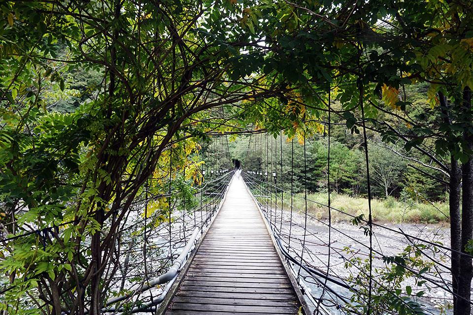 往雪山登山入口之吊橋