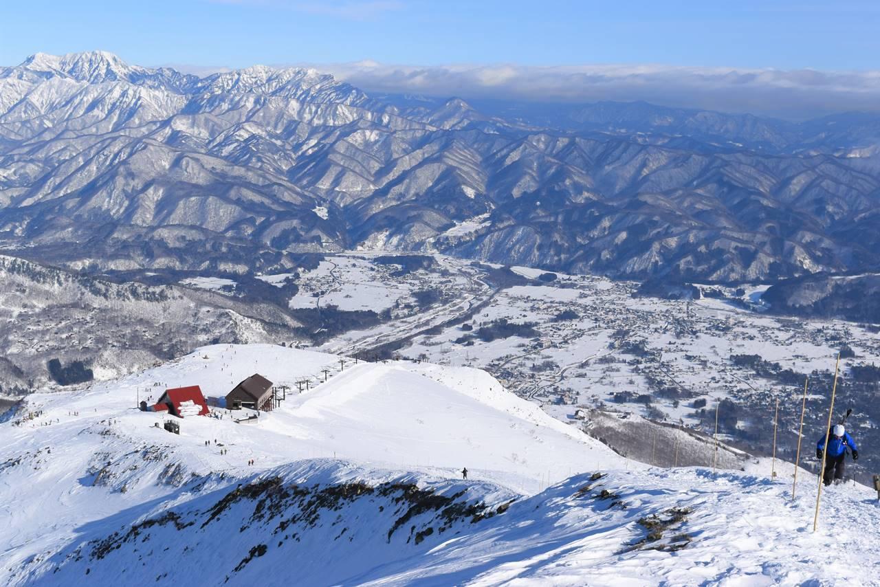 白馬八方スキー場リフト乗り場へ下山