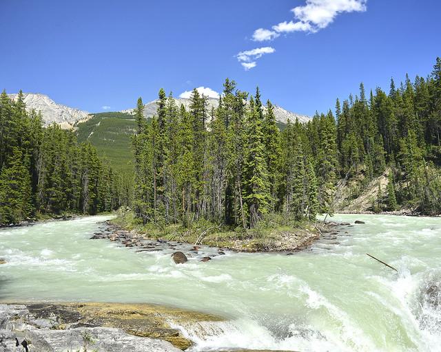 Una de las postales que ver en Canadá, las Sunwapta falls