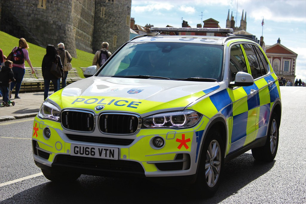 Gu66 Vtn Thames Valley Police Bmw X5 Armed Response