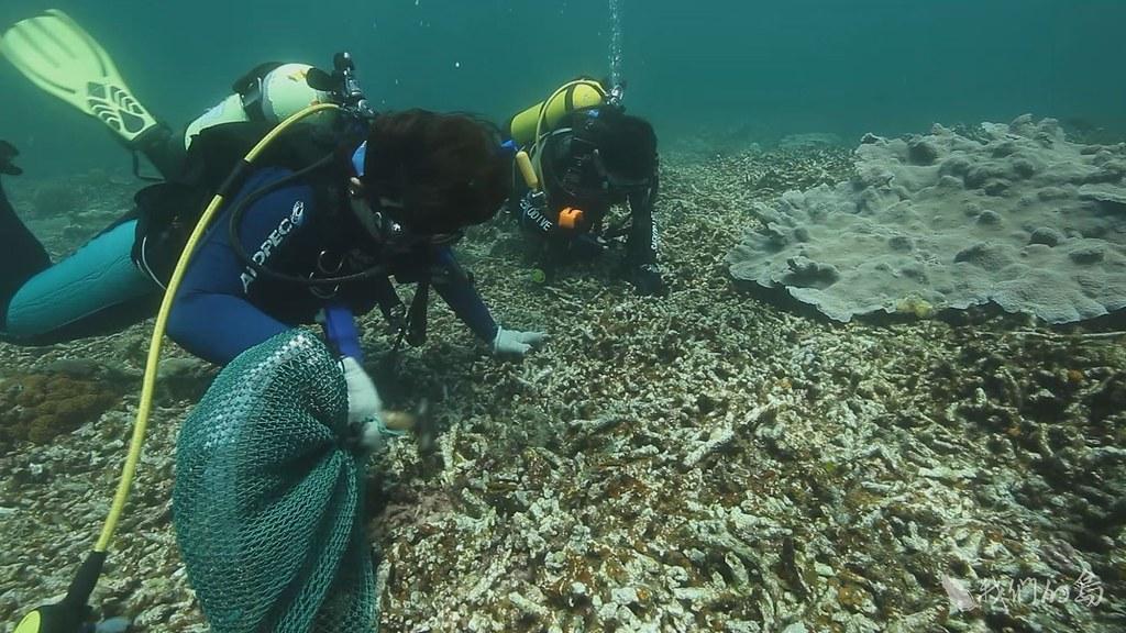 933-2-05  2007年東沙環礁劃設為台灣第一座海洋國家公園,2012年東沙國際海洋研究站正式設立。