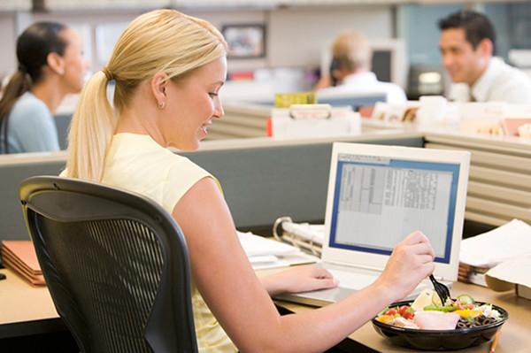 Thói quen giảm cân ngay tại công sở