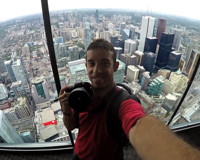 Miguel Egido de Diario de un Mentiroso en la CN Tower de Toronto, Canadá