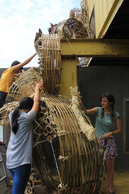 藝術季的創作也是當地村民、外來藝術家和志工們同心協力的成果。來源:成龍濕地三代班,http://wetlandcenter.blogspot.tw/2016/05/2016.html