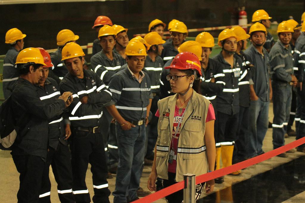 中國投資建設的位於厄瓜多的Coca-codo Sinclair水電站工人們。圖片來源:Agencia de Noticias Andes