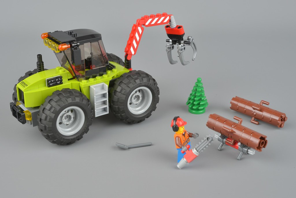 LEGO City 60181 Forest Tractor logs chainsaw pine tree