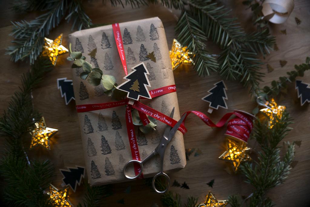 Christmas gift wrapping envolviendo regalos sony a6000 flickr christmas gift wrapping envolviendo regalos by mireia b l negle Choice Image