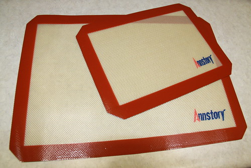 silicone baking mat (2) | by Everyday Snapshot