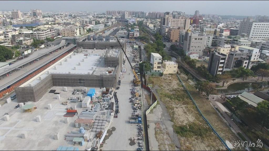 937-2-5自救會指出,重劃區七成土地是國有地,用來興建車站與建設商業區,卻把馬路、公園蓋到人民土地,未來車站商辦大樓,就有驚人利益。