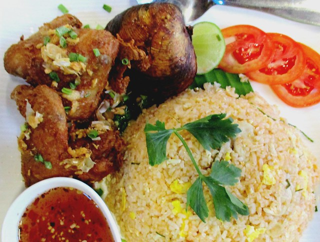 Flavours Thai Kitchen tom yam fried rice with chciken wings & lokan 1