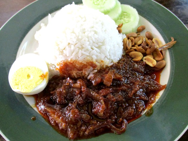 Colourful Cafe nasi lemak biasa