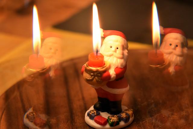 Käsefondue neben dem Weihnachtsbaum. Foto-Spielereien mit dem Gitterfilter und dem Prisma-Lichtfilter.